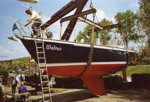 BR_TURFKADE_145 Bij Scheepswerf Delta van Van der Torren wordt de Walrus te water gelaten; ca. 1990