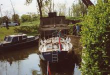 BR_TURFKADE_146 Bij Scheepswerf Delta van Van der Torren wordt de Walrus te water gelaten; ca. 1990