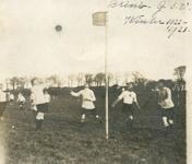 BR_VERENIGINGEN_BRINIO_025 Wedstrijd van Gymnastiekvereniging Brinio tegen GSV op het sportveld aan de Welleweg; 1922