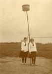 BR_VERENIGINGEN_BRINIO_032 De leden van Gymnastiekvereniging Brinio op het sportveld aan de Welleweg. Dames Kruit en ...