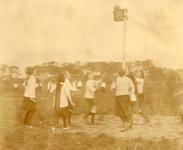 BR_VERENIGINGEN_BRINIO_034 Wedstrijd van Gymnastiekvereniging Brinio op het sportveld aan de Welleweg; 1922