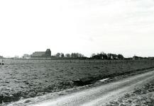 BR_WELLEWEG_001 De Welleweg in de landelijke polder Rugge voor de aanleg van de nieuwbouwwijk Rugge. Op de achtergrond ...