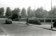 BR_WELLEWEG_006 Kijkje op de Welleweg ter hoogte van de kruising met de Schrijversdijk; ca. 1978