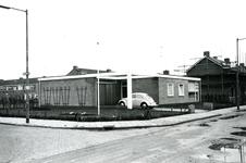BR_WELLEWEG_010 Kijkje op de bungalow op de hoek van de Welleweg en het Moolenwater; ca. 1978