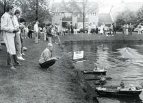 BR_WELLEWEG_012 De modelbouwvereniging Voorne houdt een demonstratie met modelschepen in de watering langs de Welleweg. ...