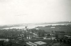 BR_WO2_INUNDATIE_001 Brielle; De polder Zuurland is door de Duitse bezetters onder water gezet. Kijkje vanaf de St. ...
