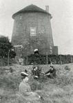 GV_OOSTENRIJK_16 De voormalige watermolen langs het Oostenrijk in gebruik als woonhuis; ca. 1910