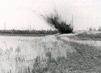HV_WELLEWEG_02 Het laten ontploffen van de gevonden Duitse granaten bij de Put van Heenvliet door de Explosieven ...