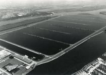 HK_BERENPLAAT_008 Luchtfoto van productielocatie Berenplaat van de drinkwatervoorziening in Rotterdam en Voorne-Putten; 1980