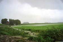 HK_WATEROVERLAST_005 Hoog water in de sloten in de polder rond Hekelingen tijdens de wateroverlast in september 1998. ...