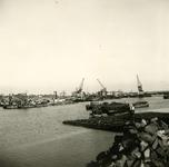 HE_DELTAWERKEN_040 Hellevoetsluis; De werkhaven naast de vesting van Hellevoetsluis, waar materiaal werd aangevoerd ...