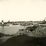 HE_DELTAWERKEN_041 Hellevoetsluis; De werkhaven naast de vesting van Hellevoetsluis, waar materiaal werd aangevoerd ...