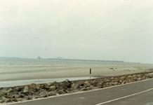 HE_DELTAWERKEN_044 Hellevoetsluis; Bouwput Spuisluis Haringvliet, gezien vanaf de Nieuwe Zeedijk, ca. 1960