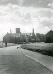 HE_OPZOOMERLAAN_004 Hellevoetsluis; Kijkje op de gereformeerde kerk, de watertoren en de katholieke kerk. Rechts de ...