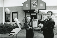 HE_PERSONEN_017 Kraamcentrum De Eilanden verwerft ISO Keurmerk. Burgemeester van Rossen.; ca. 1990