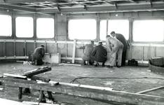 HE_RTM_010 De verbouw van een veerboot tot zijladingsveerboot Haringvliet voor de RTM bij de Amsterdamse Werf Verschure; 1956