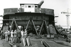 HE_RTM_015 De verbouw van een veerboot tot zijladingsveerboot Haringvliet voor de RTM bij de Amsterdamse Werf Verschure; 1956