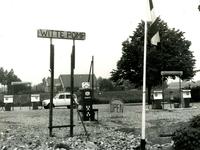 NN_OOSTDIJK_007 De witte pomp bij de voormalige melkfabriek langs de Oostdijk; ca. 1960
