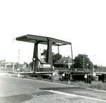 NN_VLOTBRUG_003 De Vlotbrug over het Kanaal door Voorne. Op de achtergrond het huisje Ummetoe; 12 augustus 1965