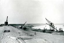 OV_BRIELSEMAASDAM_02 Oostvoorne; Werkzaamheden voor de aanleg van de Brielse Maasdam, ca. 1950
