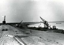 OV_BRIELSEMAASDAM_03 Oostvoorne; Werkzaamheden voor de aanleg van de Brielse Maasdam, ca. 1950