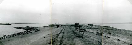 OV_BRIELSEMAASDAM_14 Oostvoorne; Werkzaamheden voor de aanleg van de Brielse Maasdam, ca. 1950