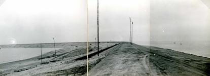 OV_BRIELSEMAASDAM_15 Oostvoorne; Werkzaamheden voor de aanleg van de Brielse Maasdam, ca. 1950