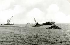 OV_BRIELSEMAASDAM_20 Oostvoorne; Werkzaamheden voor de aanleg van de Brielse Maasdam, ca. 1950