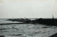 OV_BRIELSEMAASDAM_23 Oostvoorne; Werkzaamheden voor de aanleg van de Brielse Maasdam, ca. 1950