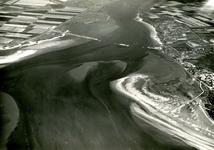 OV_BRIELSEMAASDAM_66 Oostvoorne; Luchtfoto van de werkzaamheden om de Brielse Maas af te dammen. Rechts het ...