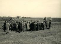 OV_HEINDIJK_87 Een groep mensen bij de opening van de herbouwde Kogelgloeioven; 1957