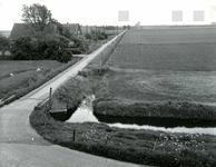 OV_LANGEWEG_02 Kijkje in de polder, op de achtergrond de flat langs het Ruggeplein; ca. 1970
