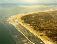 OV_LUCHTFOTO_16 De Maasvlakte met op de achtergrond de energiecentrale; ca. 1985
