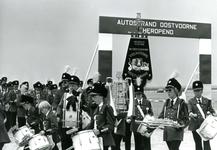 OV_MUZIEK_05 Muziekvereniging Volharding bij de opening van het autostrand; 5 juni 1986