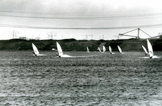 OV_OOSTVOORNSEMEER_06 Oostvoorne; Surfers op het Oostvoornse Meer, 2000