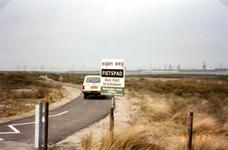 OV_OOSTVOORNSEMEER_13 Oostvoorne; Zicht op het Oostvoornse Meer, vanaf het fietpad over de Brielse Gatdam, 21 april 1993