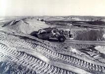 OV_OOSTVOORNSEMEER_20 Oostvoorne; Versterking van de kust bij Paal 8, 1985