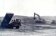 OV_OOSTVOORNSEMEER_21 Oostvoorne; Versterking van de kust bij Paal 8, 1985