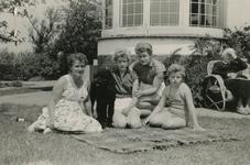 OV_PERS_256 De drie zussen Leny, Carla en Marjolijn Gorzeman; ca. 1960