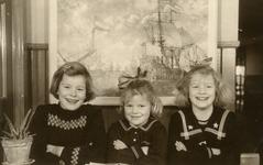 OV_PERS_259 De drie zussen Leny, Carla en Marjolijn Gorzeman; ca. 1950