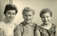 OV_PERS_260 De drie zussen Leny, Carla en Marjolijn Gorzeman; ca. 1960