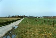 OV_RIETDIJK_12 De Rietdijk. Aan de linkerzijde woonde de familie Piet Langendoen; later de familie Vlug; 16 maart 1992