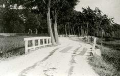 OV_SCHRIJVERSDIJK_01 De Schrijversdijk nabij de Vest. De vroegere hoofdweg naar Oostvoorne; ca. 1935