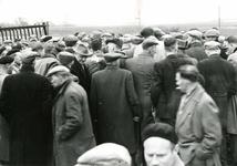 OV_SCHRIJVERSDIJK_11 Boedelverkoop op de Prinsenstee; 12 april 1962