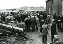 OV_SCHRIJVERSDIJK_14 Boedelverkoop op de Prinsenstee; 12 april 1962