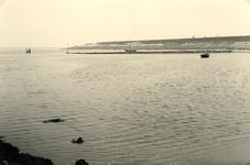 OV_WATERSNOODRAMP_037 Oostvoorne; Herstelwerkzaamheden aan de Brielse Maasdam, 21 mei 1953