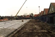 OV_ZANDWEG_07 Aanbouw van tien nieuwe woningwetwoningen langs de Zandweg, met rechts de te slopen woningen; 1987