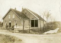 OH_EEWEG_01 Boerderij die op de kruising Eeweg en Dorpsweg stond en in ca. 1973 is afgebroken. Hij werd laatstelijk ...
