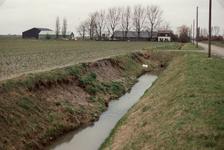 OH_TUSSENWEG_02 Inspectie van ingezakte slootkant langs de Tussenweg; 1994