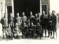 OH_TWEEDEWERELDOORLOG_01 Groepsfoto van de militairen van de I en II 34 regiment ; Mei 1940
